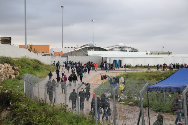 Palestinian workers enter Israel through the Hashmonaim Crossing (west of Ramallah) on their way to work in Israel (Wafa, March 18, 2020).