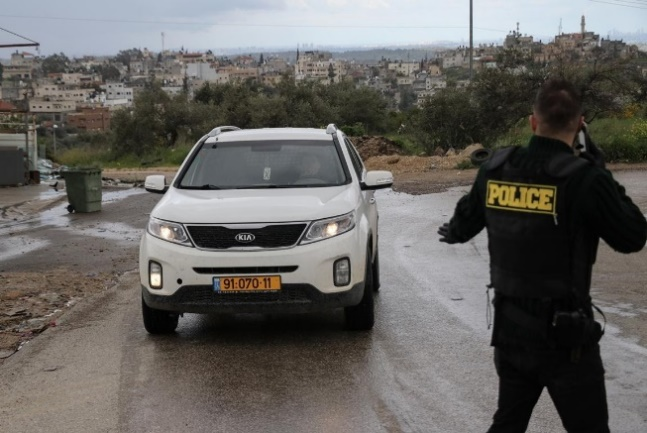 The PA security forces supervise the roads leading to the Palestinian villages close to the Green Line (Wafa, March 21, 2020).