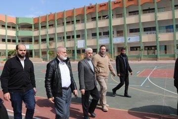 Yahya al-Sinwar and Rawhi Mushtaha visit a school in the northern Gaza Strip which was turned into a quarantine center (Palestine Online Twitter account, March 19, 2020).