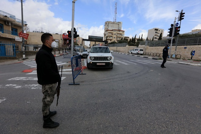 Palestinian security forces prevent villagers from entering Bethlehem (Facebook page of Wafa, March 22, 2020).