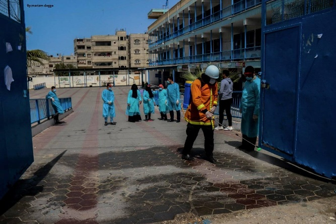 Civil defense operatives disinfect public facilities in Khan Yunis (QudsN Facebook page, March 23, 2020).