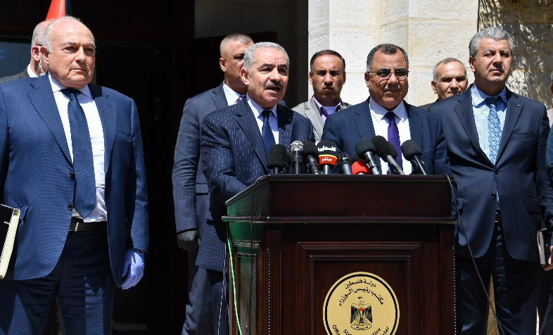 PA Prime Minister Muhammad Shtayyeh holds a press conference in Ramallah (Wafa, March 29, 2020).
