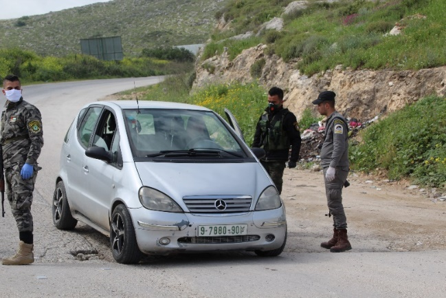The PA security forces intensify examinations of people entering and leaving Tulkarm (Wafa, March 28, 2020).