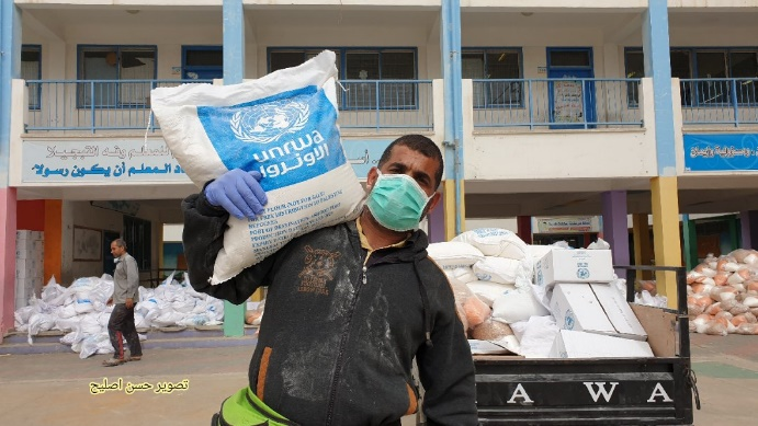 UNRWA's new method for distributing food: from UNRWA centers to the homes of Palestinians