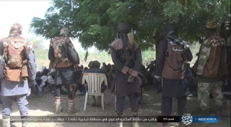 ISIS operatives who belong to the organization's Morality Police (Al-Hisba), distributing literature issued by ISIS's Preaching Bureau (da'wa) to teenagers in the Lake Chad area. (Telegram, March 27, 2020).