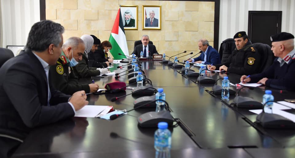 Palestinian Prime Minister Muhammad Shtayyeh meets with the heads of the Palestinian security forces (April 2, 2020) (Muhammad Shtayyeh's Facebook page,, April 2, 2020).