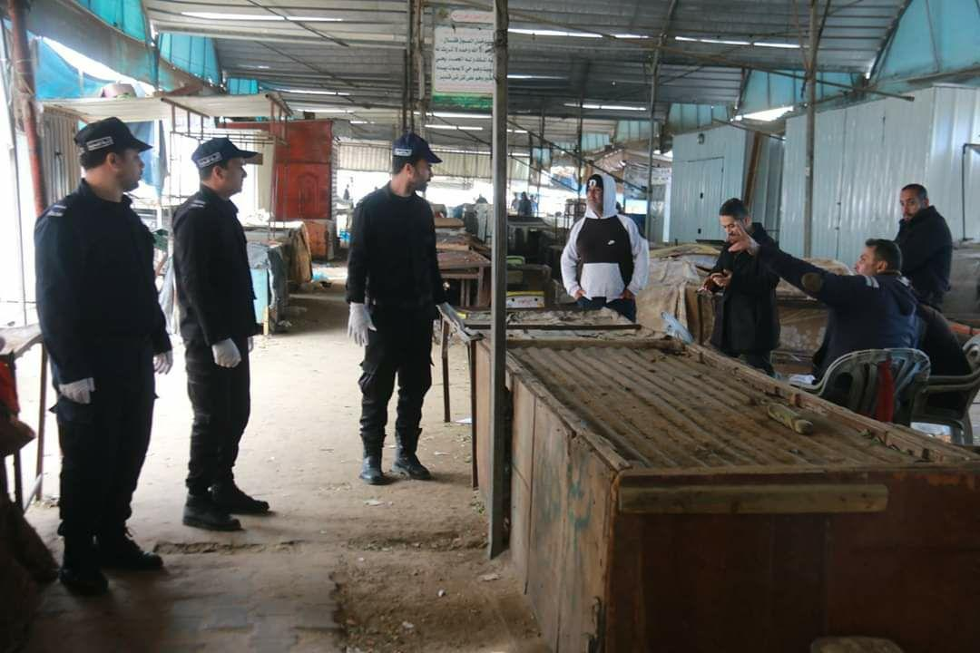 Khan Yunis police closing the weekly Wednesday open market (GazaPress Twitter account, April 1, 2020). Police have permitted the opening of temporary points of sale instead of the closed market.