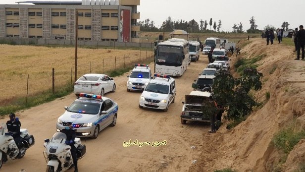 Civilians leave the quarantine centers and head home (Twitter account of journalist Hassan Aslih, April 5, 2020).