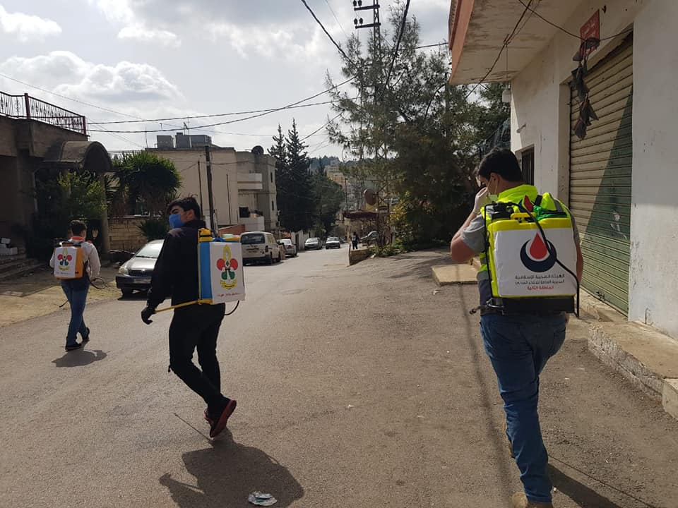 Joint disinfection campaign of the Islamic Health Organization and the Imam al-Mahdi Scouts in Nabatieh, southern Lebanon (Rassed Network's Facebook page, March 25, 2020).