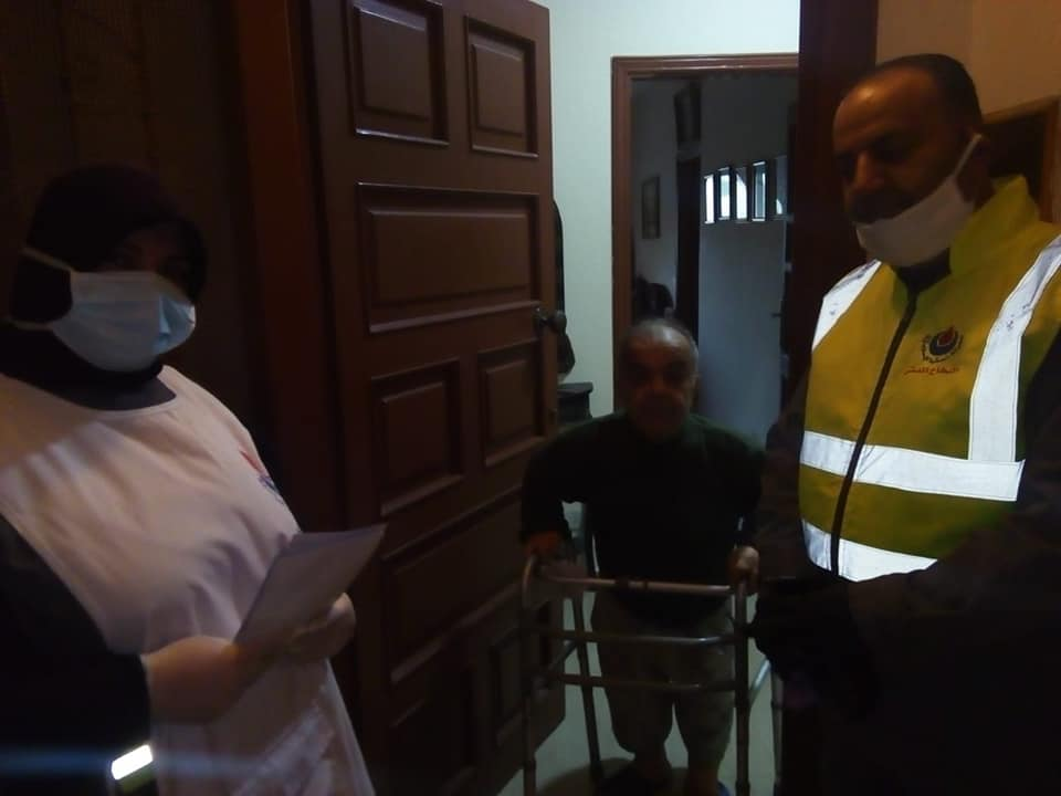 Islamic Health Organization door-to-door awareness campaign in the southern city of Sidon. The campaign includes a short visit at homes and explanation of the instructions on how to protect oneself from the virus (Rassed Network's Facebook page, March 21, 2020).