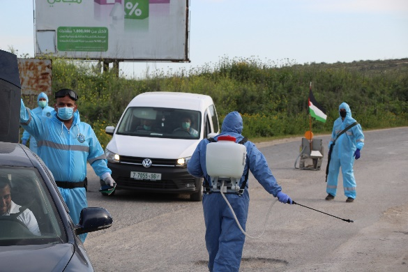 Teams of Palestinian ministry of health employees disinfect a location in the Tulkarm district (Wafa, April 7, 2020).