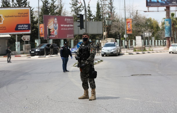 Palestinian security forces deployed in the center of Nablus (Wafa, April 7, 2020).