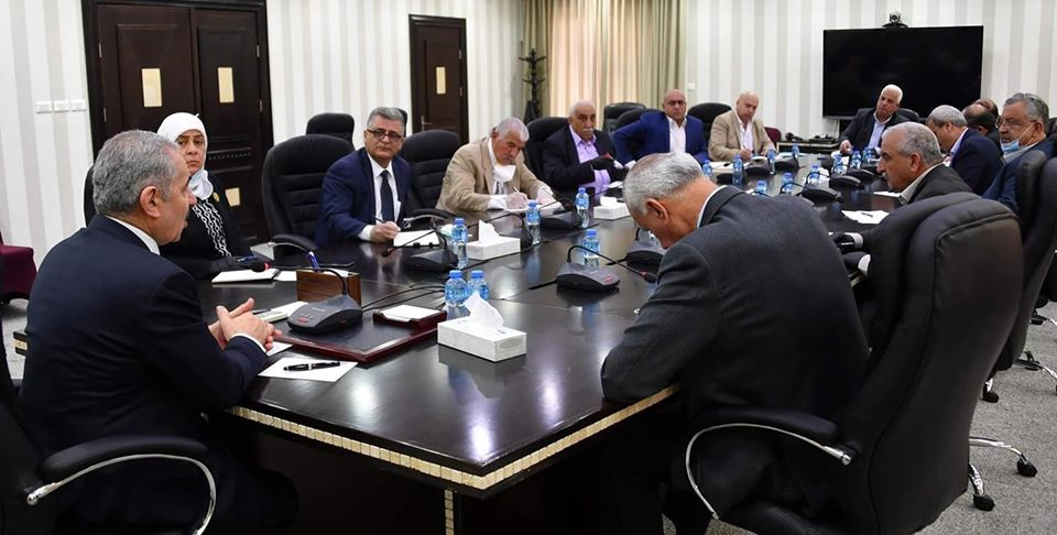 PA Prime Minister Muhammad Shtayyeh meets with the district governors (Muhammad Shtayyeh's Facebook page, April 16, 2020).