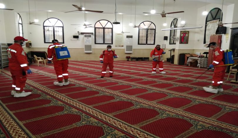 Mosque disinfection campaign carried out by the Shifa Association in the refugee camps (Quds Press International News Agency, March 14, 2020)