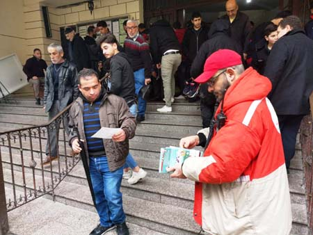 Distribution of leaflets on coping with COVID-19 in the refugee camps as part of an awareness campaign of the Assembly of Palestinian Doctors in Europe (PalMed) and the Shifa Association (Panet, March 10, 2020)