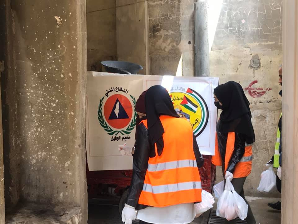 Distribution of food for the needy by the Palestinian Civil Defense in the Al-Jalil refugee camp (Facebook page of the Central Information – Al-Jalil camp, March 31, 2020)