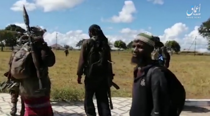 ISIS operatives in the village that they took over in the Cabo Delgado region after the Mozambican army withdrew (Telegram, April 8, 2020)
