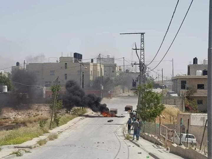 Burning tires at the entrance to the village of al-Sawahra, where the terrorist lived (Fatah Facebook page, April 23, 2020).