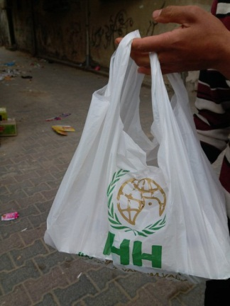 Meals distributed by the al-Bureij charitable society (al-Bureij website, April 25, 2020).
