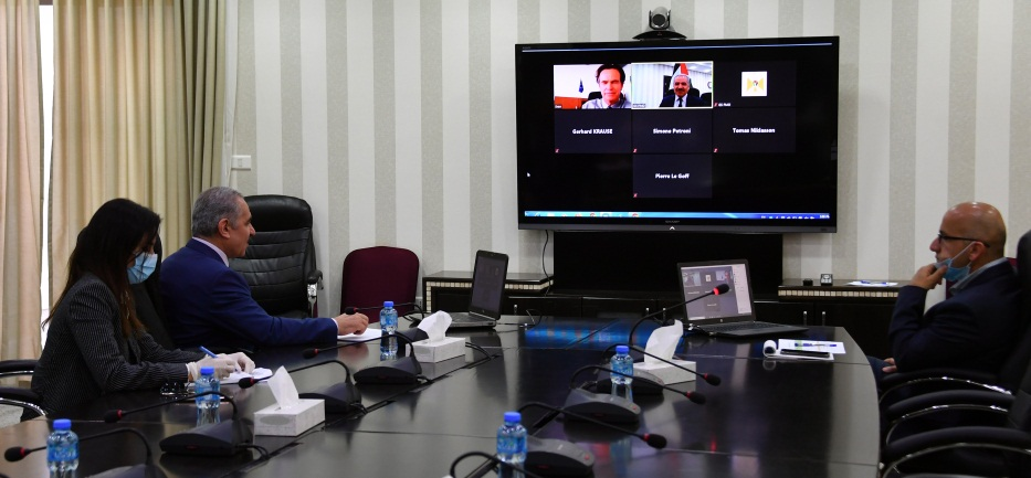Muhammad Shtayyeh holds a video chat with a representative of the EU. He called on the EU to exert pressure on Israel to stop its annexation plans (Wafa, April 22, 2020).