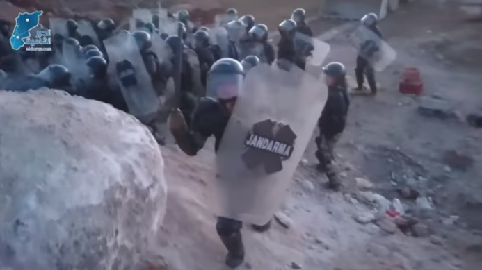 Turkish soldiers starting to disperse the demonstration by force (Al-Durar Al-Shamiya YouTube channel, April 26, 2020)