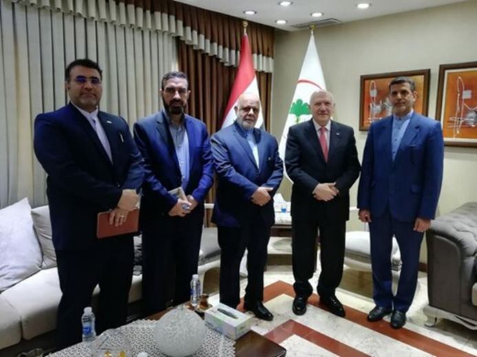 The meeting between the Iranian ambassador to Baghdad and the Iraqi minister of health and environment (IRNA, April 21, 2020)