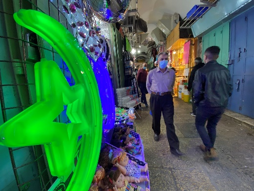 Only a few customers in the Muslim quarter of the Old City of Jerusalem (Wafa, April 28, 2020).