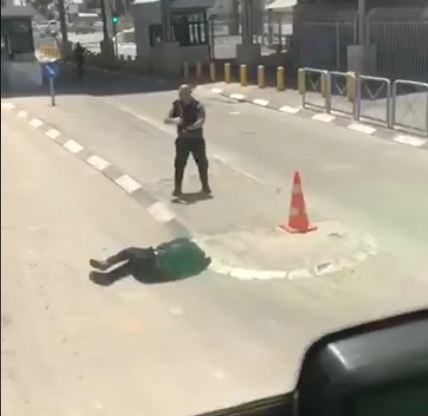 The scene of the attack at the Qalandia Crossing (Shehab Twitter account, May 12, 2020).