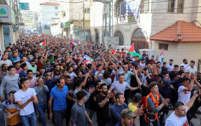 The funeral held in the al-Fawwar refugee camp for Ziad Qaysia (Wafa, May 13, 2020).