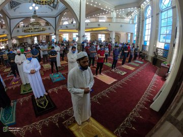 The Friday prayer in the Salim Abu Muslim mosque in the northern Gaza Strip (Twitter account of photojournalist Muhammad al-Masri, May 22, 2020).