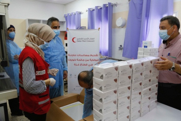 Delivering the test kits (Twitter account of the Qatari Red Crescent, May 22, 2020).