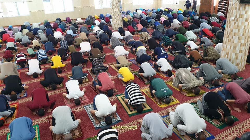 Friday prayer in the al-Shuhadaa mosque in Khan Yunis (Facebook page of journalist Hassan Aslih, May 29, 2020).
