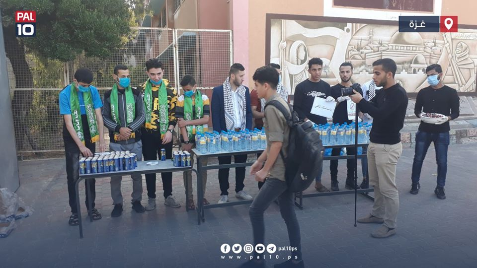 Distributing cold drinks and masks to students (pal10 website Twitter account, May 30, 2020).