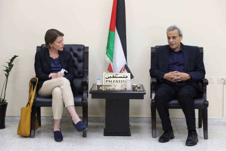 Rafi' Rawajba, governor of the Qalqilya district, and West Bank UNRWA director Gwyn Lewis (Facebook page of the Qalqilya district governor, June 2, 2019).