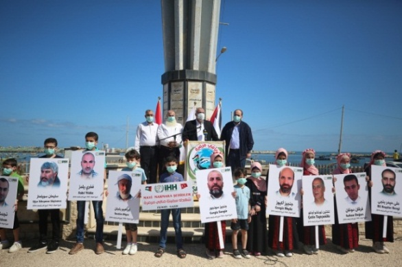 The rally at the Gaza port and pictures of the Turkish fatalities (Right: Palestine Online, May 31, 2020; Left: Facebook page of the IHH office in Gaza, May 31, 2020)