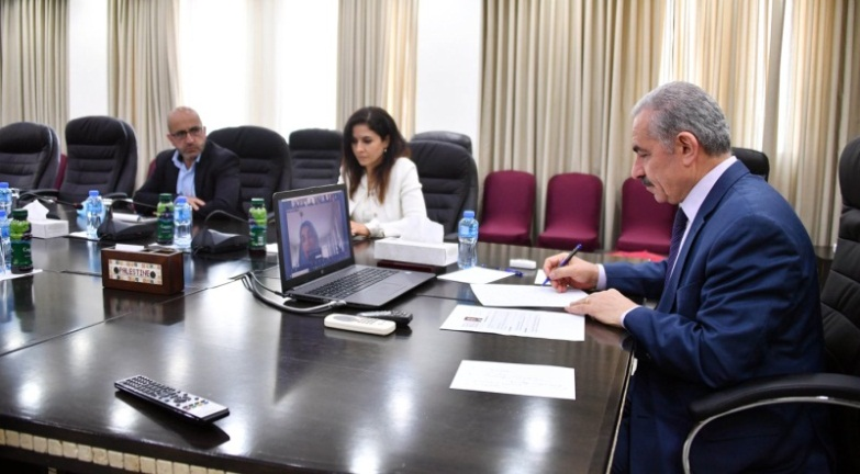 Muhammad Shtayyeh holds a video conference with members of the European parliament (Wafa, May 27, 2020).