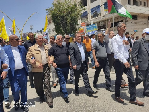 A demonstration in support of Mahmoud Abbas in Hebron. The demonstrators did not follow the social distancing guidelines or wear masks (Facebook page of the Hebron district governor, June 5, 2020).