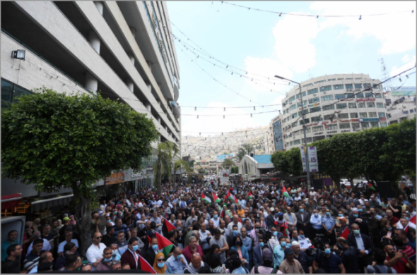 A demonstration in the center of Nablus to protest the annexation. There is crowding and no social distancing (Wafa, June 3, 2020).