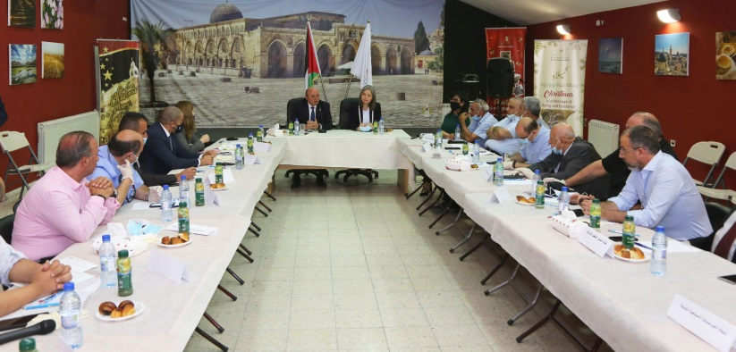Azzam al-Shawwa, chairman of the Palestinian monetary authority, and Rula Maayah, Palestinian minister of tourism, meet in Bethlehem with representatives of the tourism industry (Facebook page of the Palestinian ministry of tourism, June 3, 2020).