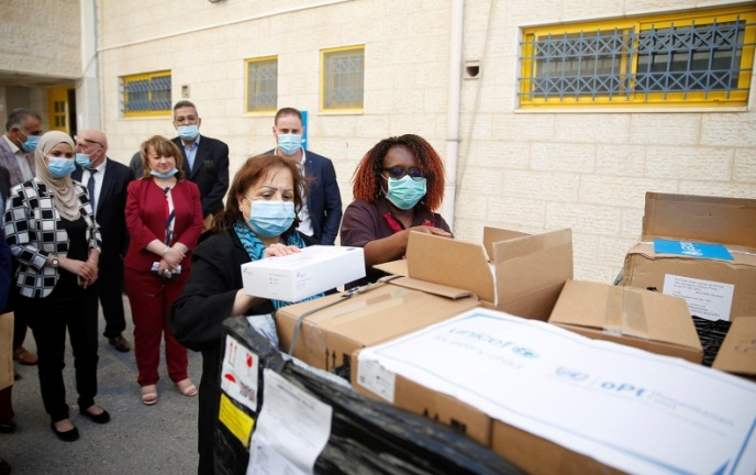 The Palestinian minister of health receives medical aid from UNICEF (Wafa, June 2, 2020).