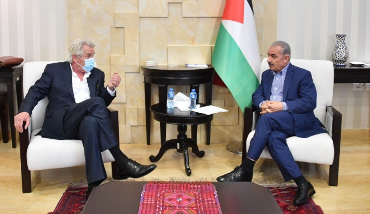 Muhammad Shtayyeh meets in his office in Ramallah with the Norwegian envoy to the peace process (Wafa, June 5, 2020).