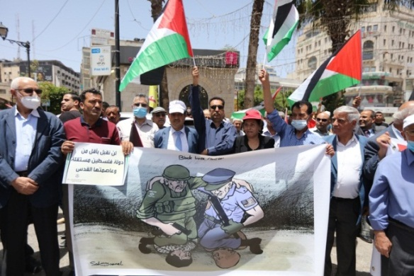 Protest against Israel's annexation intentions (Wafa, June 8, 2020). On the sign at the left is a cartoon from al-Hayat al-Jadeeda equating the actions of IDF soldiers in the Palestinian territories with the murder of George Floyd in Minnesota.