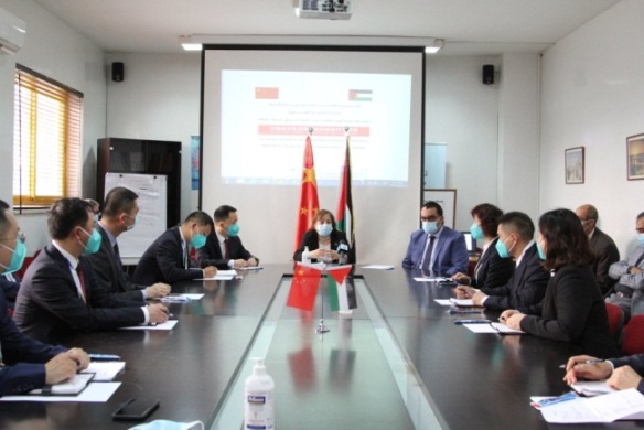 The Palestinian minister of health meets at her office with the delegation of Chinese doctors (Facebook page of the Palestinian ministry of health, June 1, 2020).