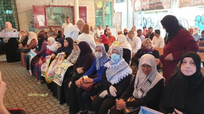 Signs of return to routine life: the weekly demonstration of the families of Palestinian terrorists imprisoned in Israel, held at the headquarters of the Red Cross in Gaza City, after a hiatus of more than two months (Twitter account of journalist Hassan Twitter account of journalist Hassan Aslih, June 15, 2020).