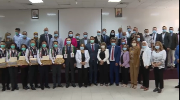Mai al-Kayla bids farewell to the delegation of Chinese doctors (Facebook page of the Palestinian ministry of health, June 17, 2020).