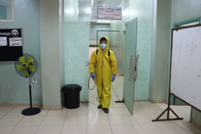 Teams from the Hebron municipality disinfect public facilities (Facebook page of the Hebron municipality, June 23, 2020).