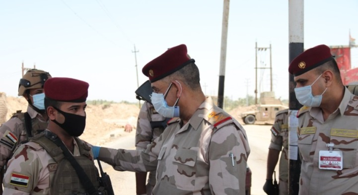 Commander of the Baghdad Operations Qais al-Mohammedawi (center) during the operation in the Al-Tarmiyah area against ISIS operatives (Al-Sumaria, July 3, 2020)