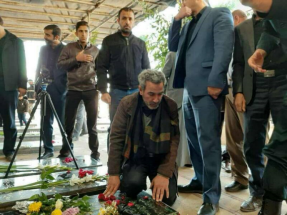 Ahmad al-Mahmadawi at the grave-site of Qasem Soleimani (Mashreq News, February 24, 2020).