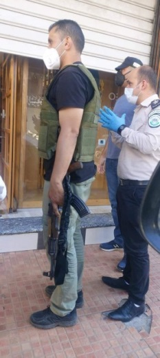 The Palestinian security apparatuses close a store that violated the lockdown order (Facebook page and Samer al-Sharawi, July 8, 2020).