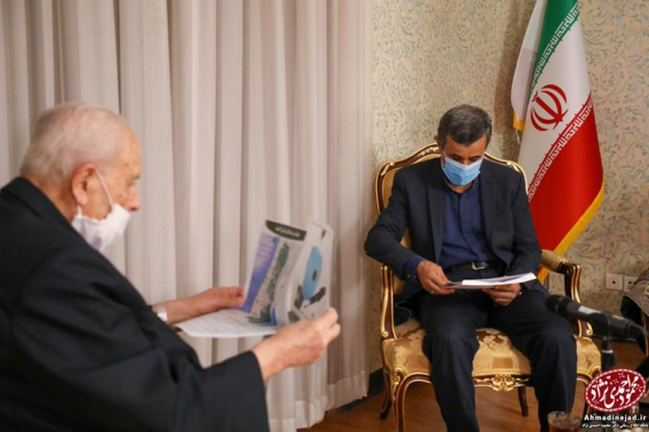The meeting between the former Iranian president and the Palestinian ambassador to Tehran (Twitter account of Ahmadinejad, July 21, 2020).